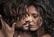 Nur wer bei wechselnden Sexualpartnern ein Kondom benützt, ist auf der sicheren Seite.Bild: Ausschnitt der «Love Life»-Plakatkampagne des Bundesamts für Gesundheit (14. November 2016)