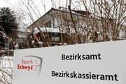 Das Bezirksgebäude im Brüel in Schwyz könnte Standort der neuen Bezirksanwaltschaft Innerschwyz werden. (Bild Laura Vercellone/Neue SZ)
