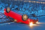 Das verunfallte Auto auf der A2 in Sempach. (Bild Luzerner Polizei)