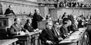 Ein Blick in den Nationalratssaal im Jahr 1966: Schon damals erhielten die Parlamentarier ein Jahresgrundeinkommen von 26 000 Franken.Keystone