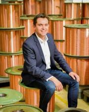 Im kleinen Escholzmatt tätig: «Drahtzieher» und Elektrisola-Geschäftsführer Benno Zemp inmitten der produzierten Kupferdrähte. Bis zu 1000 Kilometer aufgewickelter Draht befinden sich auf einer einzigen Spule.