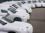Neuwagen rollen ungebremst in die Schweiz: Allein im November wurden 1,3 Prozent mehr neue Autos eingelöst als noch im Vorjahresmonat. (Themenbild) (Bild: KEYSTONE/CHRISTIAN BEUTLER)