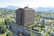 Blick aus der Luft auf das Luzerner Kantonsspital. (Bild: René Meier (Luzern, 8. Juni 2014))