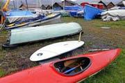 Bilder von kaputten, nicht gegen die Witterung geschützten Booten soll es in Oberägeri künftig nicht mehr geben. (Bild Werner Schelbert)