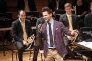 Der Zürcher Comedian Fabian Unteregger setzte das Konzertelement Humor zum Vergnügen des Publikums gekonnt um. (Bild: Manuela Jans-Koch)