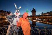 Bugs Bunny und sein Lieblingsessen. (Bild: Urs Flüeler/Keystone (Luzern, 23. Februar 2017))