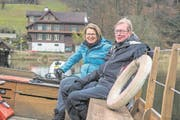 Bernadette Burger und Otmar Baumann vor dem Fährihus am Rotsee. (Bild: Dominik Wunderli (Ebikon, 22. März 2018))