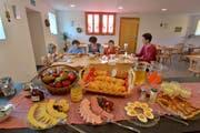 Das lieben die Bauernhof-Gäste: Gepflegtes Ambiente und ein tolles Frühstück. (Bild: Perretfoto.ch)