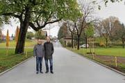 Freuen sich über das abgeschlossene Bauprojekt: Gemeinderat Markus Baumann (links) und Ernst Halter, Projektleiter Tiefbau. (Bild Rahel Hug)