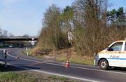 Die Autobahneinfahrt Baar war während der Unfallaufnahme gesperrt. (Bild: Zuger Polizei (30. März 2017))