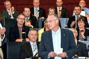 Der neue Kantonsratspräsident Andreas Hofer Grüne) erklärt Annahme der Wahl. (Bild: pd)