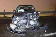 Das zweite Auto ist nach der Frontalkollision ebenfalls stark beschädigt. (Bild: Luzerner Polizei)