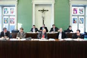Das Stadtratskollegium hat ein neues Mitglied: Karl Kobelt (Zweiter von links), Nachfolger von Ivo Romer und neuer Finanzchef. (Bild: Stefan Kaiser / Neue ZZ)