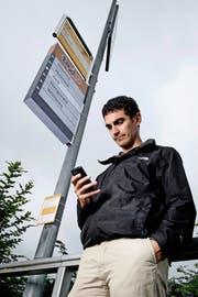 Mit dem Projekt Taxito sollen Autolenker Passagiere an Bushaltestellen mitnehmen. Unser Autor Matthias Stadler beim Test in Luthern. (Bild Pius Amrein)