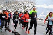 Viele Ausdauernde liessen es sich nicht nehmen, am letzten Tag des Jahres wettkampfmässig durch das verschneite Gersau zu laufen. (Bild: Thomas Bucheli)