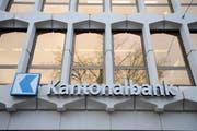 Das Logo der Luzerner Kantonalbank an der Pilatusstrasse in Luzern. (Bild: Pius Amrein / Neue LZ)