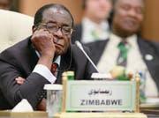 Gönnt sich gerne ein Nickerchen in der Öffentlichkeit: Simbabwes Präsident Robert Mugabe. (Bild: Archiv Reuters)
