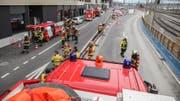 Die Autodrehleiter sowie der Grosslüfter der Freiwilligen Feuerwehr der Stadt Zug (FFZ) wurden ebenfalls aufgeboten. Es war aber keine weitere Intervention nötig. (Bild: FFZ)