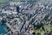 Mit einer Höhe von 81 Meter überragt der Park-Tower alle anderen Hochbauten in der Stadt Zug deutlich. (Bild: Stefan Kaiser/Neue ZZ)