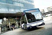 Keineswegs in Schieflage: Die Busse der Zugerland Verkehrsbetriebe sind zumeist sicher unterwegs. (Bild: ZVB)