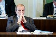 Nachdenklicher Dolfi Müller an der Sitzung des Grossen Gemeinderates am Dienstag. (Bild: Stefan Kaiser / Neue ZZ)