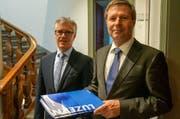 Finanzdirektor Marcel Schwerzmann (rechts) präsentierte am Freitag die Finanzzahlen zusammen mit Hansjörg Kaufmann, Leiter Dienststelle Finanzen. (Bild: PD)