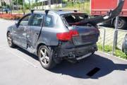 Dieses Auto hat nur noch Schrottwert. (Bild: Zuger Polizei)