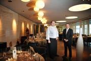 Das Seerestaurant Belvédère in Hergiswil ist offen. Auf dem Bild Küchenchef Fabian Inderbitzin (links) und Besitzer Samuel Honegger rechts. (Bild: Corinne Glanzmann/Neue NZ)
