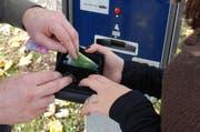 Trickdiebe greifen beim Wechseln von Kleingeld zu. (Bild: Luzerner Polizei)