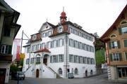 Hinter diesen Mauern gab es kein Abrücken vom Sparkurs: Das Rathaus in Sarnen, in dem auch der Kantonsrat tagt. (Bild: Corinne Glanzmann / Neue OZ)