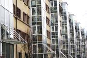 Die Stadt muss den Anteil gemeinnütziger Wohnungen bis 2037 auf 16 Prozent erhöhen. Deswegen sollen städtische Liegenschaften an gemeinnützige Wohnbauträger abgegeben werden. Auf dem Bild: Genossenschaftswohnungen im Himmelrich. (Bild: Manuela Jans (Luzern, 20. Februar 2013))