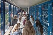 Kurz vor Schulbeginn an der Kanti Alpenquai in Luzern. Bild: Pius Amrein (Luzern, 22. August 2016)