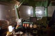 Der Rote Pfeil auf dem Weg im längsten Eisenbahntunnel der Welt von Erstfeld nach Biasca. (Bild: Keystone / Sigi Tischler)