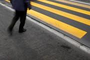 Ob der beim Unfall Verletzte die Strasse über den Fussgängerstreifen überqueren wollte, wird abgeklärt. (Bild: Archiv / Neue ZZ)