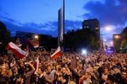 Tausende Polen protestieren gegen die geplante Justizreform. (Bild: Marcin Kmieciñski/EPA (Warschau, 19. Juli 2017))