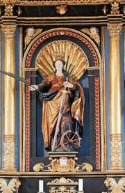 In Haltikon bei Küssnacht SZ steht eine der zahlreichen Katharinenkapellen der Zentralschweiz. Ihr Hochaltar birgt eine besonders schöne Katharinenfigur mit allen Attributen.