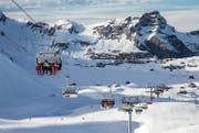 Vor allem im Skiferien-Bereich macht sich die Abwertung des Pfunds bemerkbar. (Bild: Philipp Schmidli (Melchsee-Frutt, 2. Februar 2016))