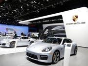 Dieses Bild gehört der Vergangenheit an: Porsche verzichtet künftig auf eine Teilnahme an der Automesse in Detroit. (Archiv) (Bild: KEYSTONE/AP/CARLOS OSORIO)