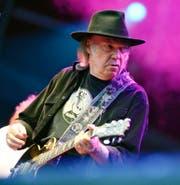 Roh, hypnotisch und vor allem angriffig klingen die neuen Songs von Hippielegende Neil Young. (Bild: Key)
