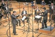 Geiger Vadim Gluzman brillierte unter Dirigent James Gaffigan im Konzertsaal des KKL. (Bild: Manuela Jans-Koch (16. November 2017))
