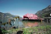Für das Gästival 2015 gebaut: Nun soll die Seerose einen definitiven Standplatz erhalten. (Bild: Urs Hanhart (Flüelen, 30. August 2015))