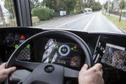 """Futuristisches Cockpit: Der Elektrobus """"Urbino"""" im Test auf dem Streckennetz der Verkehrsbetriebe Luzern vbl. (Bild: Alexandra Wey/Keystone (Luzern, 1. Februar 2018))"""