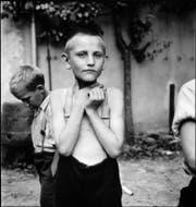 Ein Knabe in der Erziehungsanstalt Sonnenberg in Kriens. Die Aufnahme stammt aus dem Jahr 1944. (Bild: Paul Senn, FFV, Kunstmuseum Bern, Dep. GKS ©GKS.)