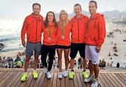 Stolz auf Silber in Rio (von links): Severin Lüthi, Martina Hingis, Timea Bacsinszky, Dimitri Zavialoff und Harald Leemann aus Zug. (Bild Facebook/SRF Sport)