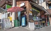Heute ist er gut versteckt: der Dorfladen von Greppen. (Bild: Boris Bürgisser, 17. Oktober 2017)