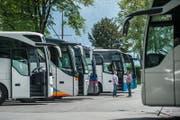 Schon heute parkieren im Brüelmoos viele Cars. (Bild: Boris Bürgisser (Luzern, 18. Mai 2016).)