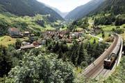 Die Gotthard-Bergbahn führt unter anderem durch das Urner Reusstal und die Gemeinde von Wassen, wo sich den Fahrgästen ein wunderschönes Panorama bietet. (Bild: Keystone/Urs Flüeler)