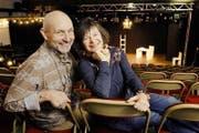 Peter Freiburghaus und Antonia Limacher, besser bekannt als Lilian und Ernst Fischbach, in ihrem Theater in Küssnacht. (Bild: Duo Fischbach/PD)