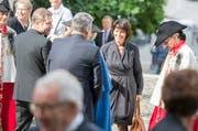 Bundesrätin Doris Leuthard erscheint zur Trauerfeier vor der Hofkirche in Luzern. (Bild: Keystone / Urs Flüeler)
