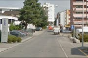 Auch auf der Täschmattstrasse gilt ab Frühjar 2018 Tempoo 30. (Bild: Google Streetview)